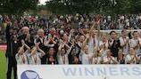 Il Francoforte festeggia con il trofeo