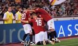 La Roma celebrando junto a sus aficionados