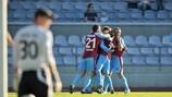 Die Spieler von Drogheda United FC feiern einen Treffer in der Serie gegen den FC Levadia Tallinn
