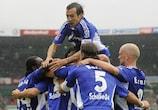 I giocatori dello Schalke esultano dopo il gol del pareggio contro il Werder Brema