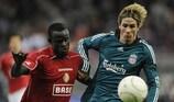 Fernando Torres (Liverpool) e Mohamed Sarr (Standard Liegi)