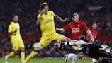Gonzalo Rodríguez y Diego López (Villarreal) y Wayne Rooney (Manchester United FC)