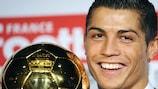 Cristiano Ronaldo poses with his award