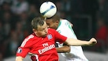 Ivica Olić of Hamburg contests a high ball with Bremen's Naldo during the UEFA Cup semi-final first leg.