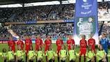 Equipa do Duisburgo perfilada antes da segunda mão da final na MSV Arena