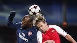 William Gallas (Arsenal FC, links) & Bret Holman (AZ Alkmaar)
