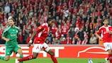 Deiudonne Mbokani scores past Panathinaikos goalkeeper Alexandros Tzorvas