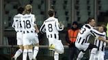 Nicola Legrottaglie comemora o golo com Diego, depois de ter colocado a Juventus em vantagem, de cabeça