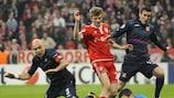 Hugo Lloris dives at the feet of Bayern forward Thomas Müller