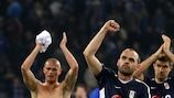 Danny Murphy (mitte) feiert Fulhams torloses Remis in Hamburg