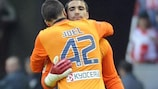 Sergio Asenjo is replaced by Joel Robles after injuring his right knee