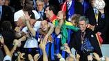 Wesley Sneijder and José Mourinho celebrate Inter's 2010 triumph