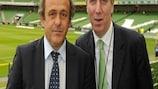 Michel Platini und FAI-Generaldirektor John Delaney in der Dublin Arena