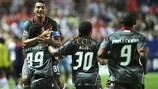 Matheus é felicitado após marcar pelo Braga ao Sevilha