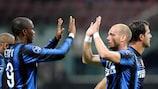 Samuel Eto'o e Wesley Sneijder, do Inter, querem voltar a festejar