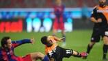 Novak Martinović slides in on Utrecht goalscorer Dries Mertens