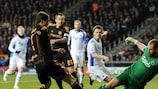 Johan Wiland (FC København) face à Fernando Torres (Chelsea FC)
