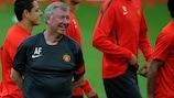 Alex Ferguson durante o treino do Manchester United em Gelsenkirchen