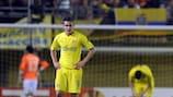 Los jugadores del Villarreal lamentan uno de los goles encajados