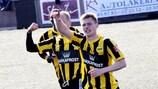 Klæmint Olsen (nº13) esteve perto de dar a vitória ao NSÍ frente ao Fulham