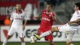 Twente's Denny Landzaat vies for possession with Gervasio Núñez of Wisła Kraków