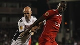 Freak bounce gives Twente point at Fulham