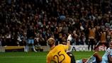 Edinson Cavani marcou o golo do Nápoles quando as equipas empataram 1-1 em Manchester