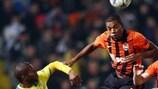 Shakhtars Mittelfeldmann Fernandinho lieferte sich ein hartes Duell mit Marcinho