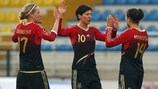 Dzsenifer Marozsan (à direita) festeja o seu primeiro golo como sénior pela Alemanha
