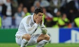 Cristiano Ronaldo desiludido após falhar a conversão da grande penalidade no desempate da meia-final contra o Bayern, em 2012