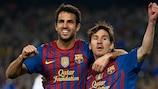 Lionel Messi (rechts) feiert mit Cesc Fàbregas den Sieg von Barcelona