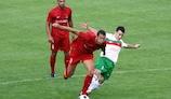 William Barbosa, con el centrocampista del Lusitans, Luis Pinto