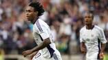 Kanu celebra el segundo gol del Anderlecht ante el Ekranas