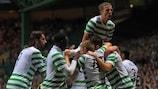 Los jugadores del Celtic celebran el tanto de Charlie Mulgrew