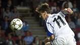 César Santin cabecea para lograr el definitivo 1-0 ante el Lille
