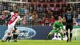 Siem de Jong (AFC Ajax) finalizó de forma preciosa la jugada del 1-1