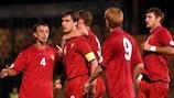Os jogadores da Moldávia felicitam Alexandru Epureanu (No6) pelo seu golo