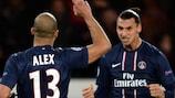 Alex celebra con Zlatan Ibrahimović su gol