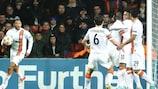 Willian es felicitado tras marcar su segundo gol