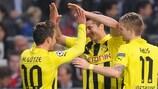 Robert Lewandowski, Mario Götze y Marco Reus celebran uno de los goles del Borussia Dortmund.