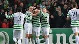 El capitán del Celtic Scott Brown (izquierda) celebra la victoria en el partido con Kris Commons