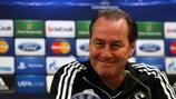 Huub Stevens war seit seiner Entlassung im Dezember 2012 bei Schalke arbeitslos