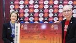 Karen Espelund and tournament director Göran Havik help launch ticket sales