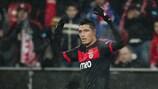Óscar Cardozo festeja após marcar o golo do Benfica em Leverkusen