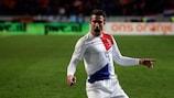 Robin van Persie marcó los dos goles de Holanda