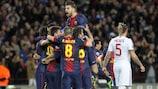 Lionel Messi felicitado pelo seu primeiro golo