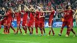 Il Bayern festeggia dopo il travolgente 4-0 contro il Barcellona