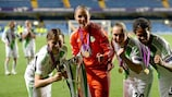 Martina Müller (à gauche) avec le trophée