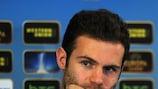 """Хуан Мата отвечает на вопрос на пресс-конференции """"Челси"""" перед матчем с """"Базелем"""""""