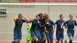 A francesa Kadidiatou Diani comemora o primeiro golo com as colegas